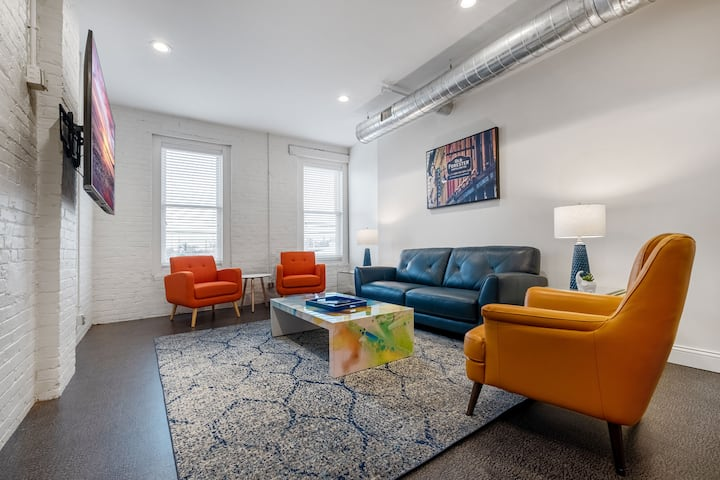Double Play - 5BR Sleeps 14//Stay Nulu Marketplace