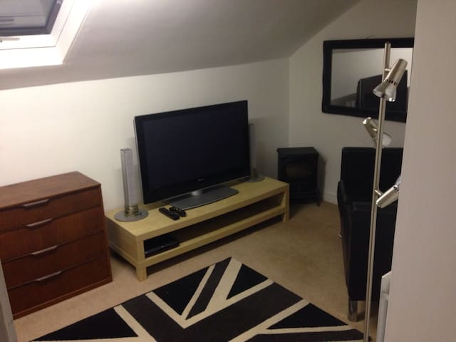 Double Bedroom near City Centre - Bradford
