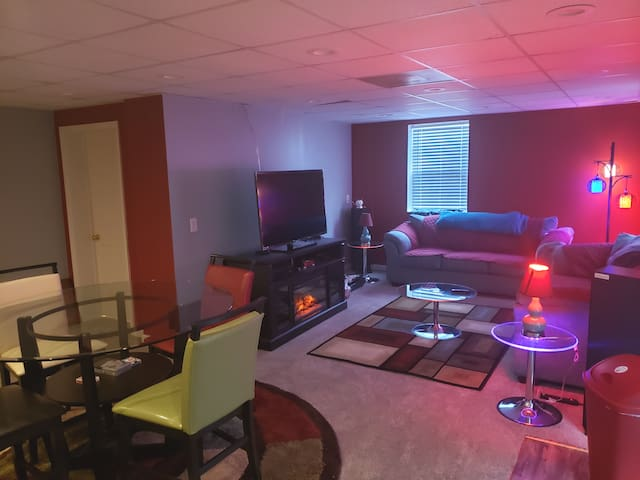 JUELZ suite just 15 mins from DOWNTOWN
