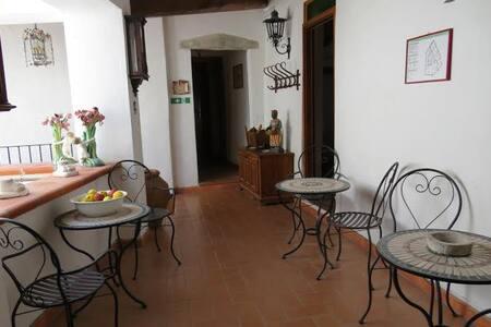 Elegenate Bed and Breakfast al centro di Todi - Todi