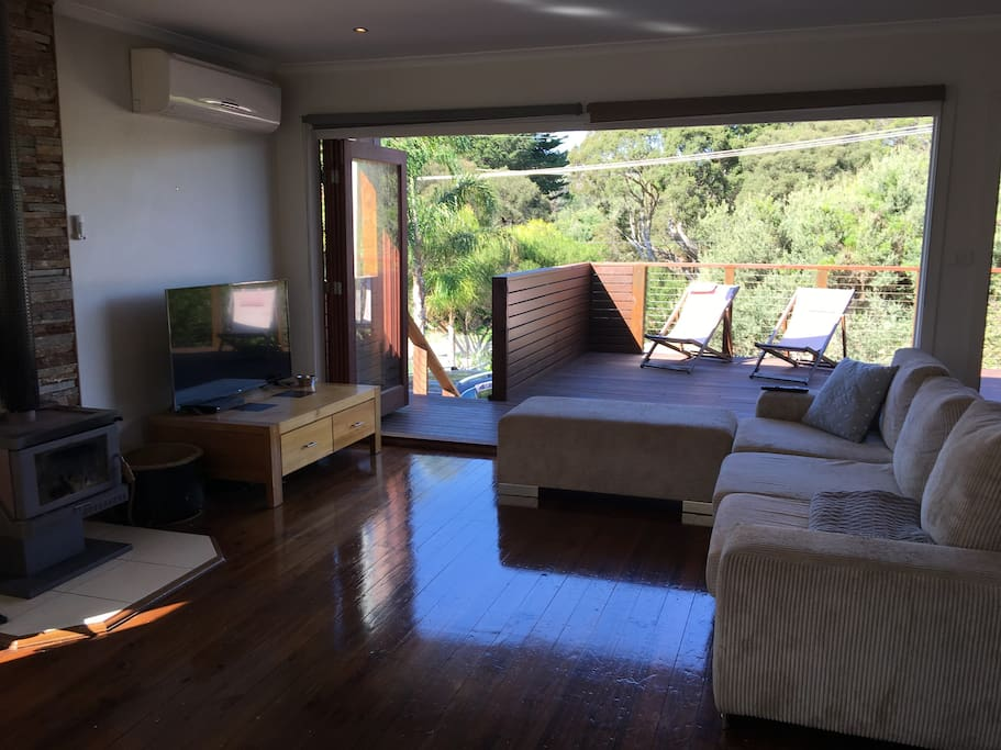 Living opens to 50m2 Deck & BBQ area
