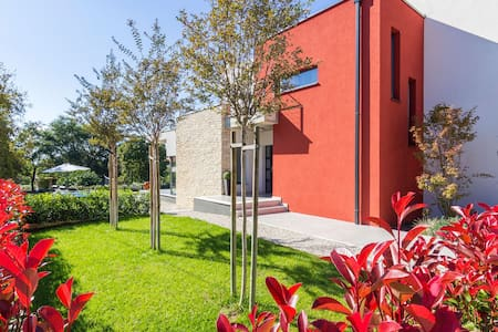 Modern villa with swimming pool - Poreč - Villa