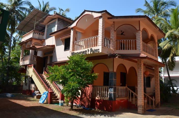2 этаж дома у пляжа Морджим - Morjim - บ้าน