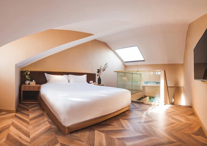 星空湖景复式大床房