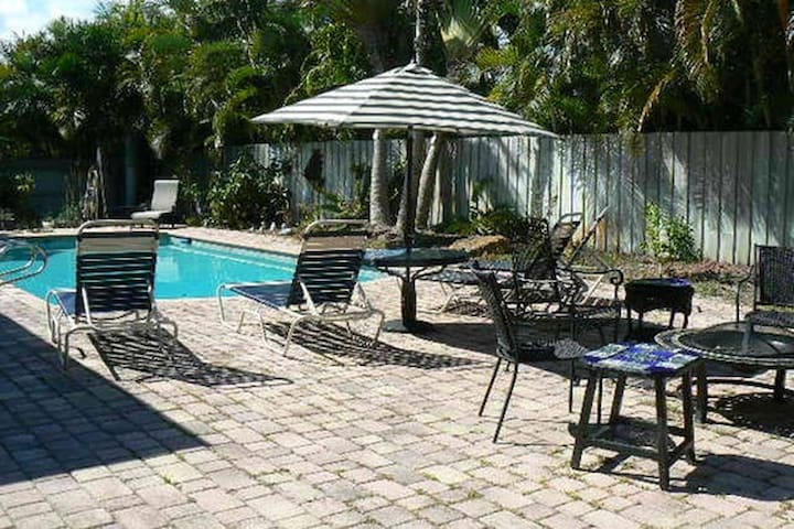 Clean & Quiet piece of Paradise! - 2 Bedrooms!