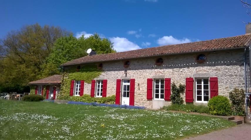 Les Guyonnieres Puy du Fou - Mauléon