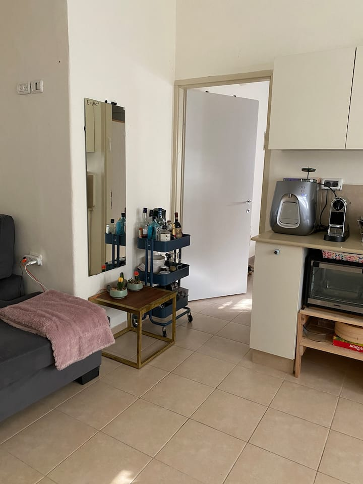 Gorgeous 1Bed apt. BEST area. by the beach