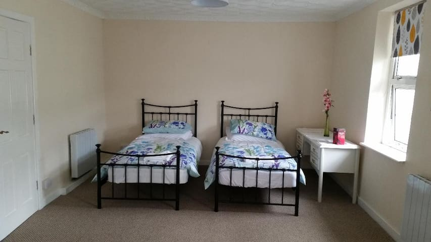4 bedroom flat near  Bike Park Wales and hospital