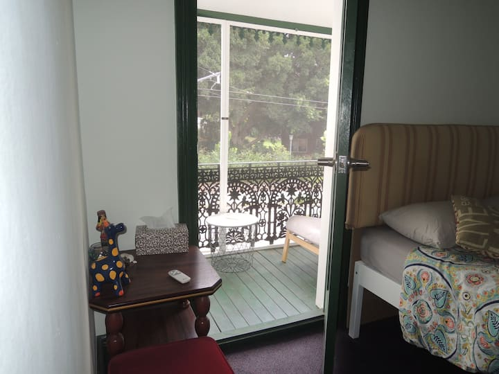 Private room with balcony L big house city centre