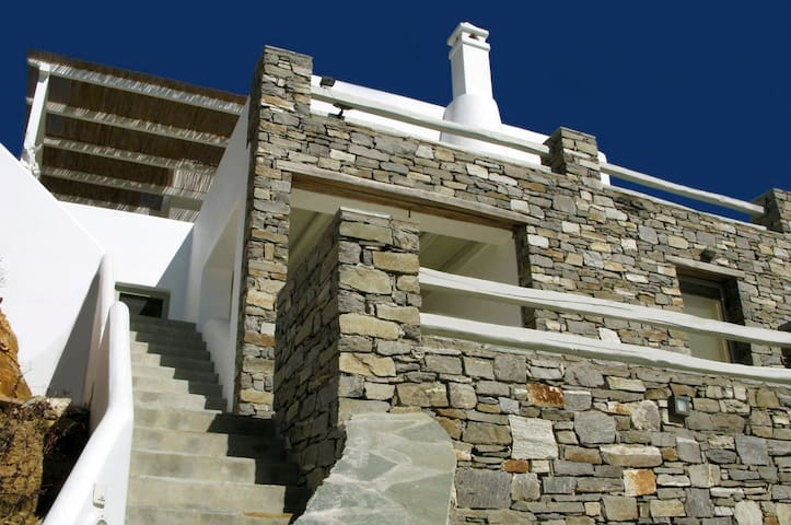 Scenic seaside house with pool - Serifos - วิลล่า