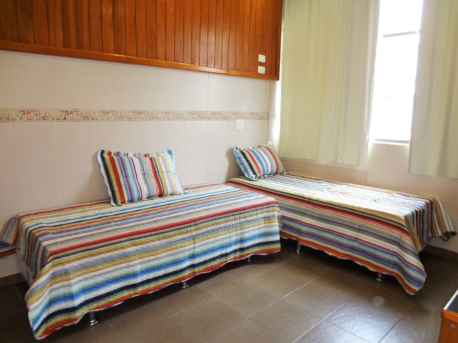 2 camas de verdade do tipo bicama