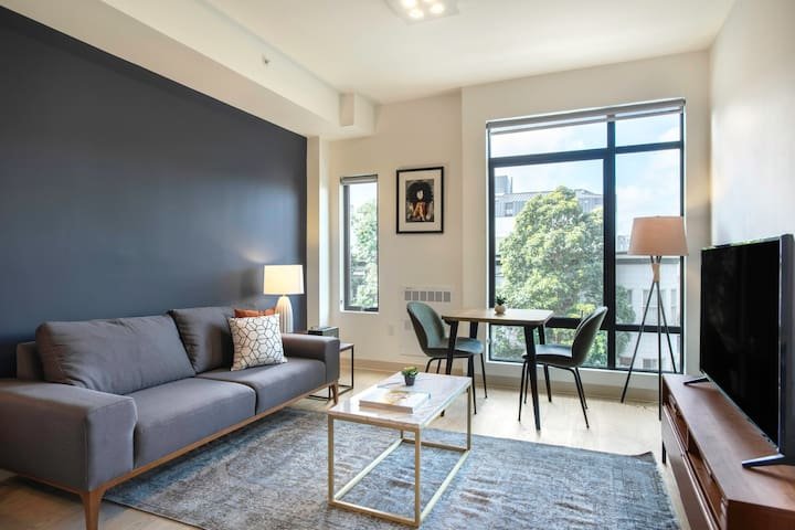 Serene Hayes Valley Studio w/ Rooftop, W/D, 1 min to BART by Blueground