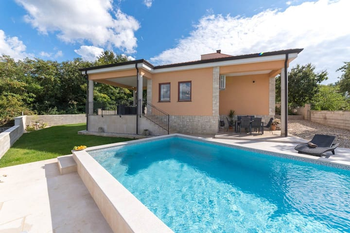 Modern holiday home with pool near Porec