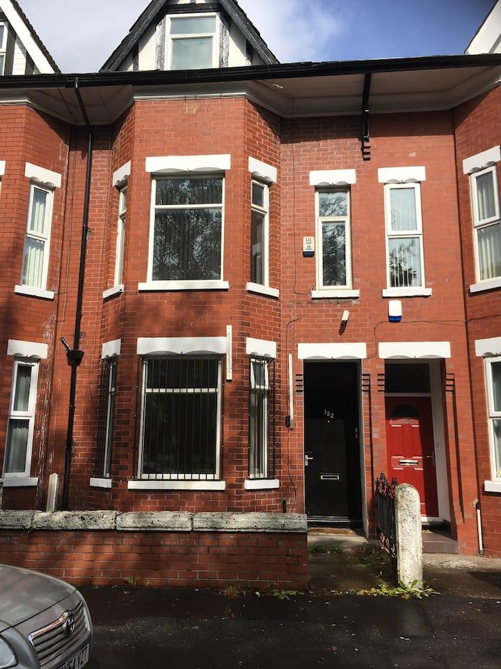Safe affordable Airbnb Manchester Rusholme 122