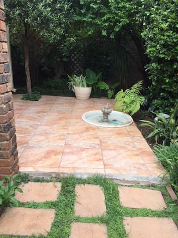 Beautiful, Secure House with Pool in Rosebank