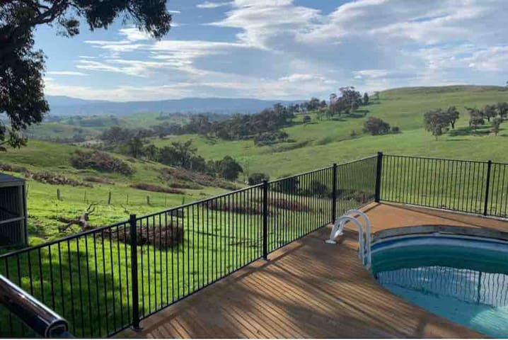 130 acre Farm stay an hour from Melbourne CBD