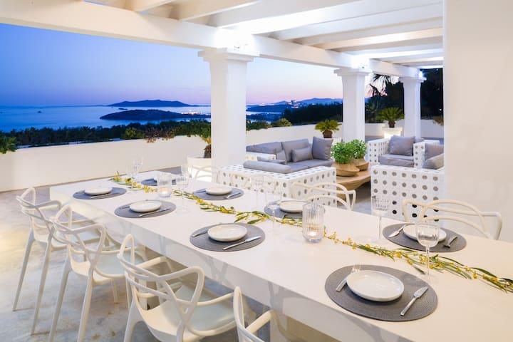 Luxury villa with sea views in Cap Martinet