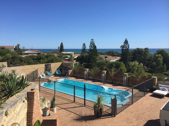 YANCHEP BEACH APARTMENT - WITH POOL.. - Yanchep - Appartement