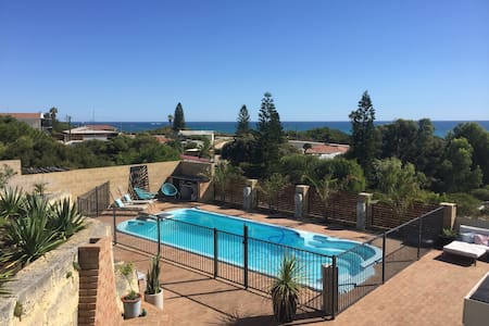 YANCHEP BEACH APARTMENT - WITH POOL.. - Yanchep - Wohnung