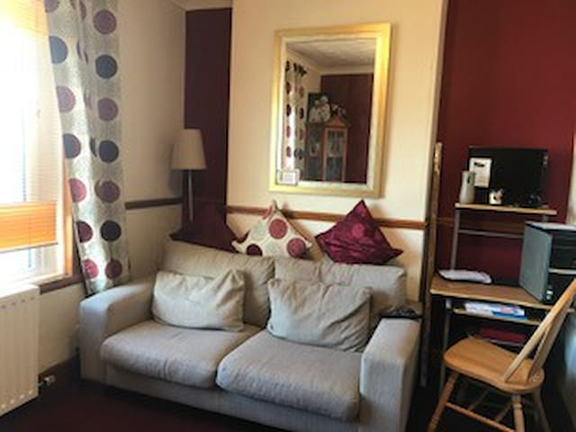 Cozy upper cottage flat. Near the City Centre. - Glasgow - Apartamento