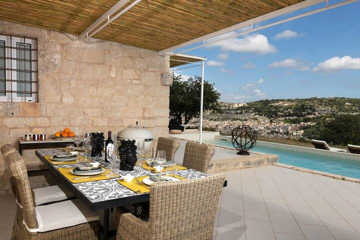 Villa Melfi, stunning view  & swimming pool