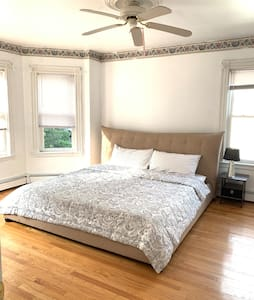 Clean, Comfy,Best King size Bed in Town.
