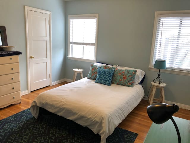 Bedroom in beautiful home near Universal Studios!