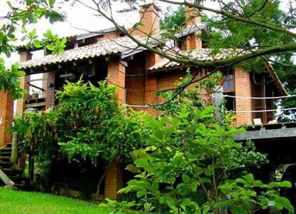 Casa entre a Lagoa e o Mar - Praia do Rosa - 因比图巴 - 独立屋