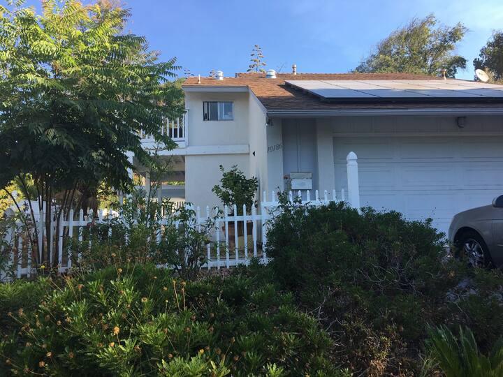 Beautiful 2/1 home -HUGE deck