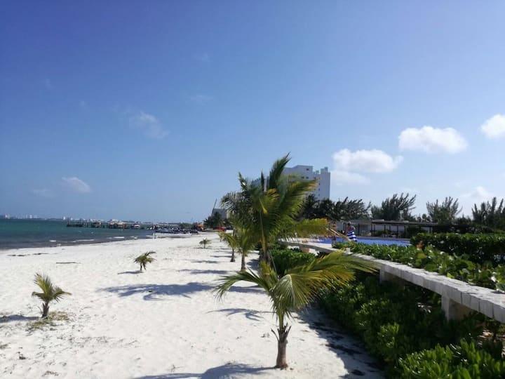Beautiful beachfront apartment in Cancun