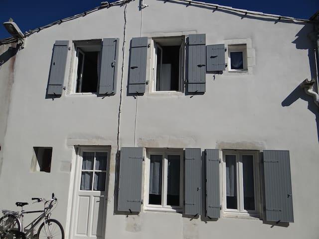 Authentique maison rétaise près de la plage - Saint-Clément-des-Baleines - Casa