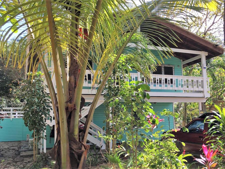 Santosha Beach House - bungalow on main level