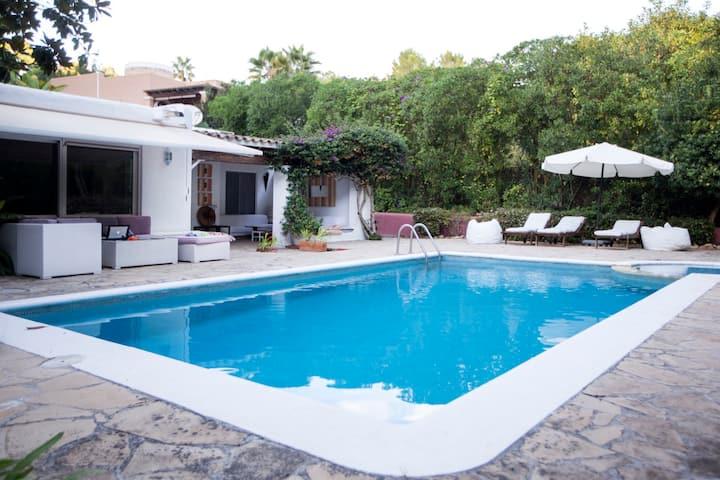 Villa La Cascada with Mountain View, Wi-Fi, Garden, Terrace & Pool; Parking Available
