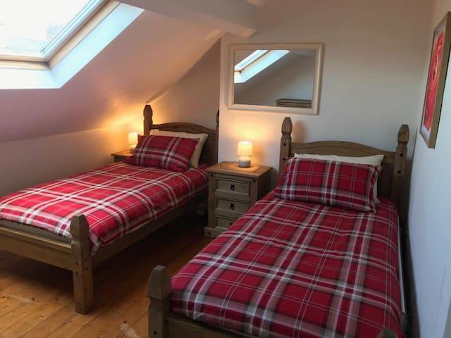 Bedroom 4 - twin