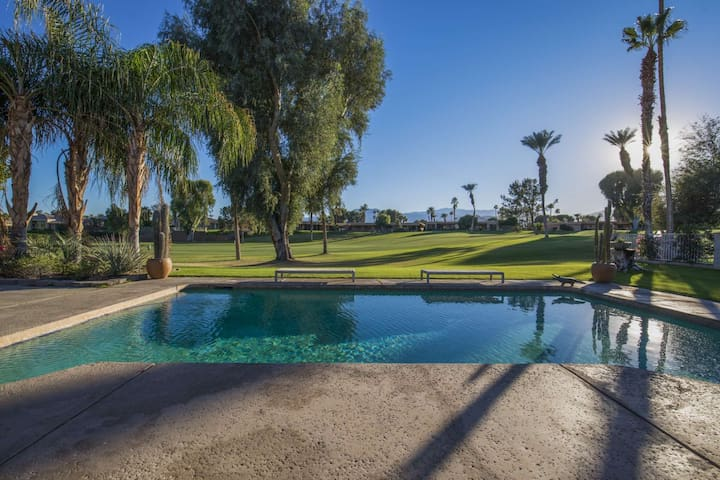 Desert Mountain View Oasis with Saltwater Pool/Spa Fairway View close to Shopping and Dining - Bermuda Dunes