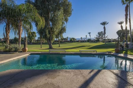 Desert Mountain View Oasis with Saltwater Pool/Spa Fairway View close to Shopping and Dining - Bermuda Dunes - Condominium