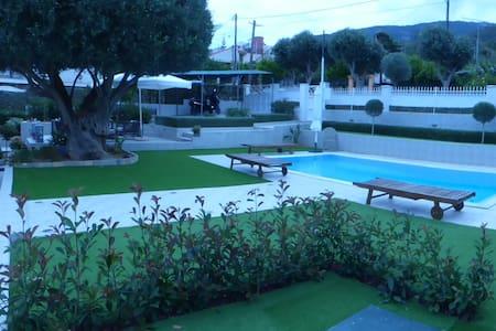 villa near the sea salamis island - Eantio