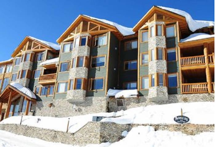 Steps to Big White Village: 3 bedroom with hot tub