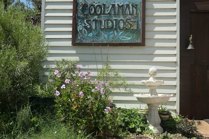 Coolaman Art Studio/ Farm stay.  Dine and unwind.