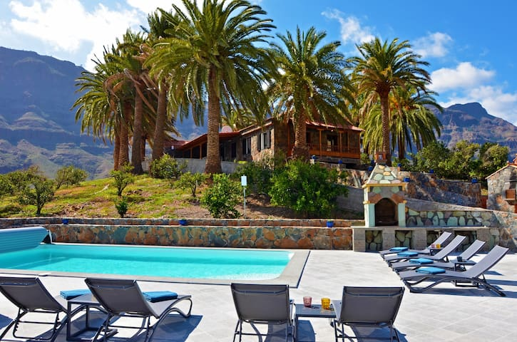 Exclusive Villa Gran Canaria with a heated pool