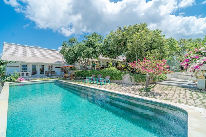 Soothing Greenery Villa on The Hill by Bukit Vista