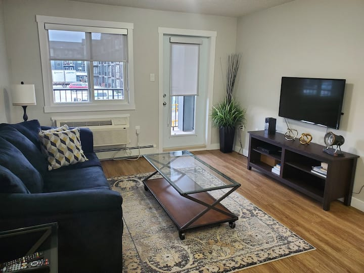 Chic & Sleek 2 bed 2 bath - Live your BEST Life!
