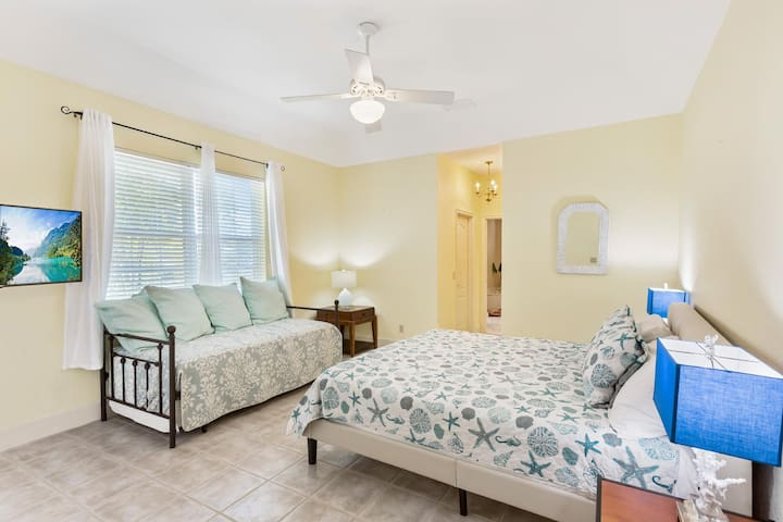 The master bedroom has an extra trundle bed that can sleep 2 kids comfortably making it the perfect multi family vacation trip...