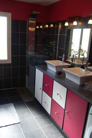 Doux séjour : salle de bain privée et petit prix !