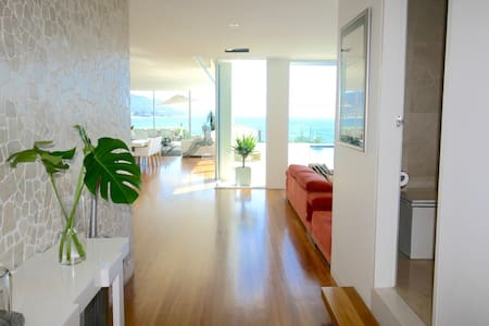 Spectacular beachfront home 1 hour south of Sydney - Bulli - Dům