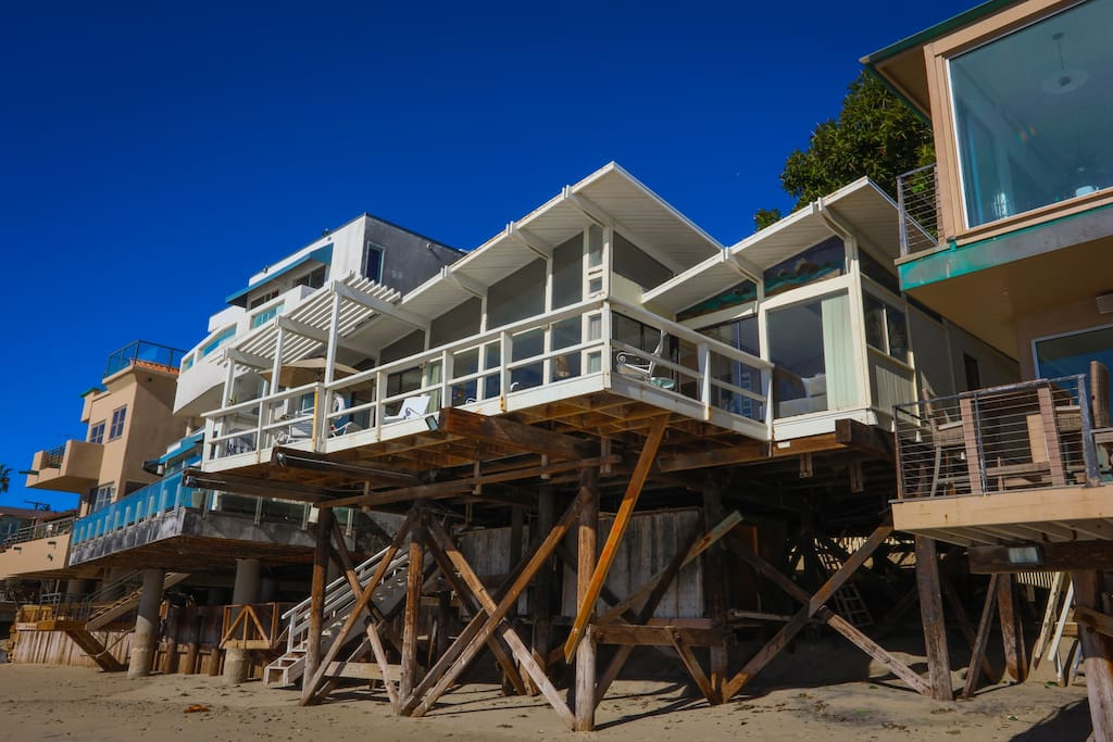 Beachfront malibu house houses for rent in malibu for Malibu house for rent