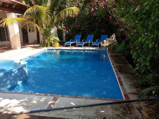 Habitaciones en Cancún (Rooms in Cancun).