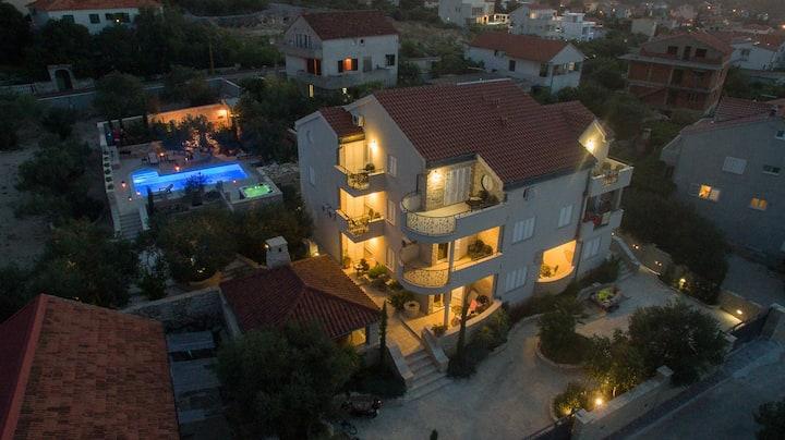 Villa Kos Murter for 16-22 p. with swimming pool