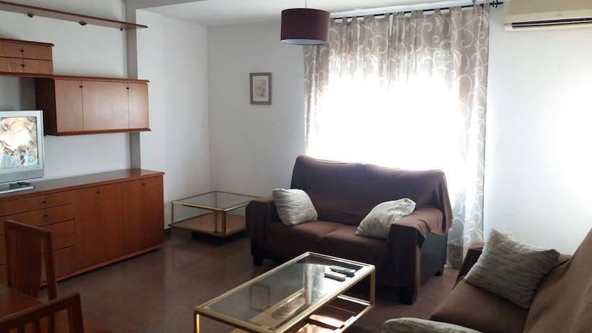 Single room in Elche close to the centre