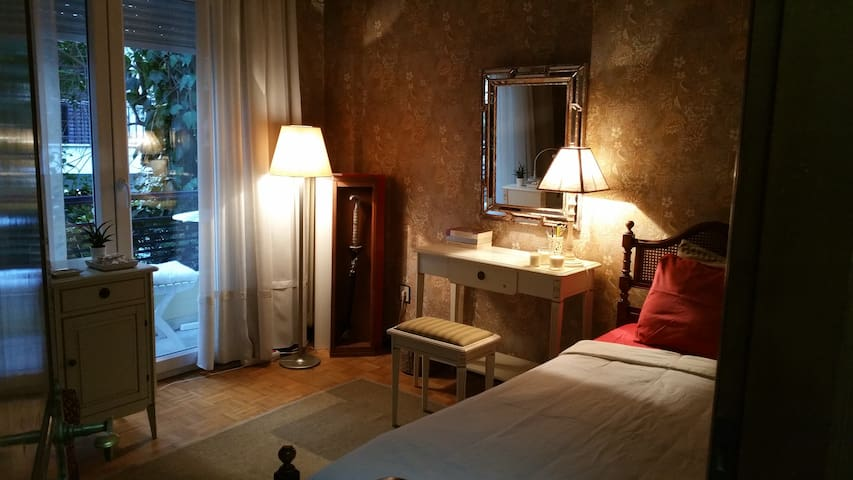 Nice room in the east side! You are welcome! - Kalamaria - Apartament